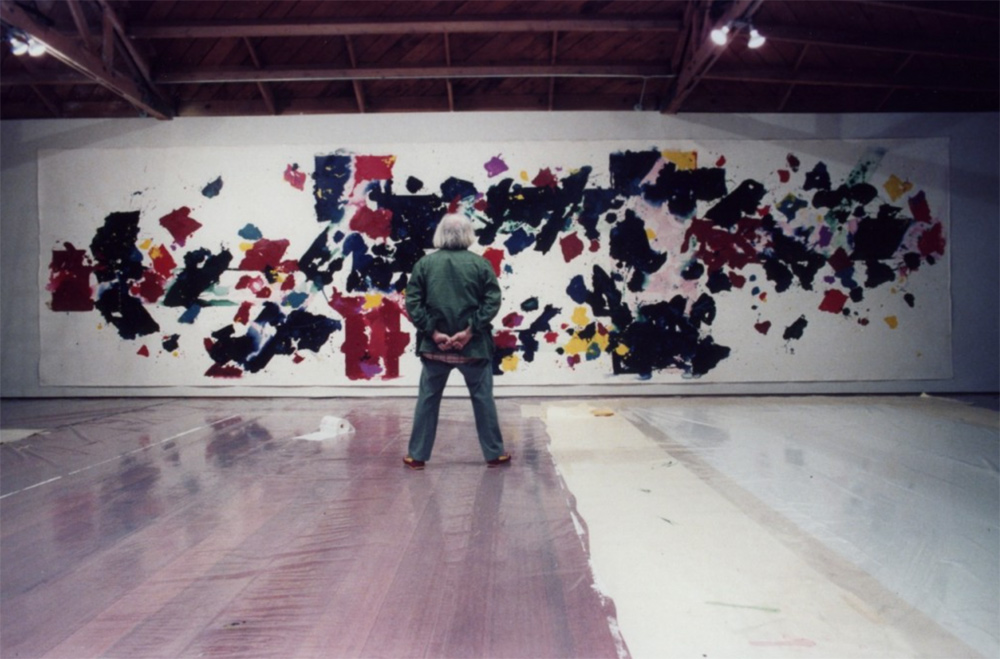 Francis in studio viewing mural-size canvas for General Services Administration. (courtesy Sam Francis Foundation)